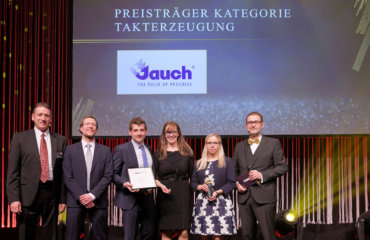 The four representatives of Jauch accept the prize on stage